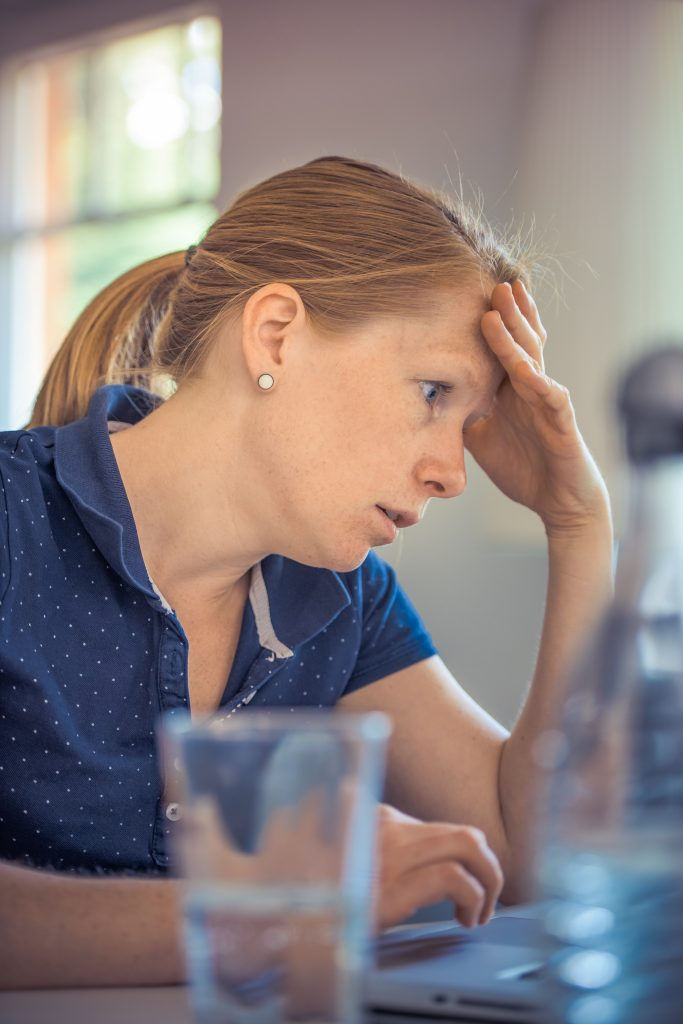 woman working girl sitting 133021